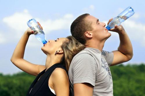 В России воду подделывают чаще, чем водку