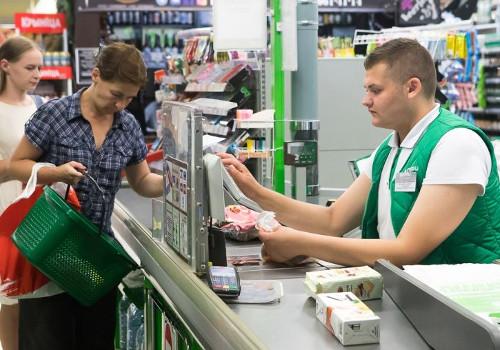 Россиянам разрешат снимать деньги в кассах магазинов